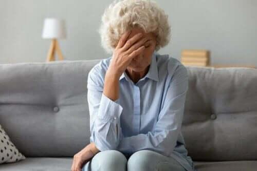 Symptome von Eierstockkrebs - müde Frau