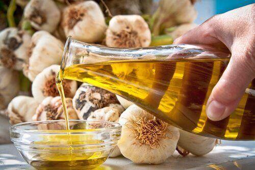 Loțiune pentru ulei de măsline și usturoi