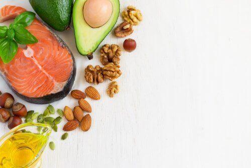 Lachs und Avocado bei chronischen Krankheiten