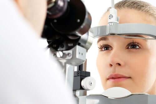 Pigmentflecken des Auges - Untersuchung beim Augenarzt