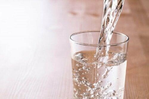 Kindgerechte Ernährung: Wasser darf nicht fehlen!