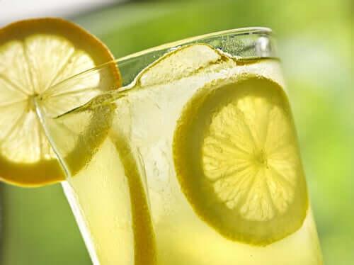 Fettlebererkrankung - Zitronenwasser