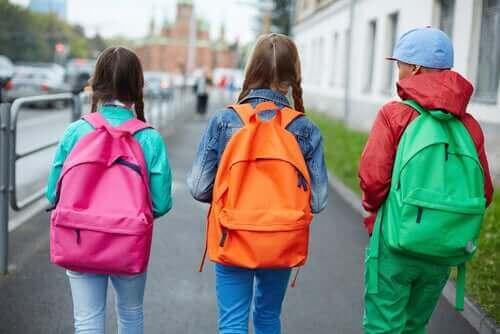 Haltungshygiene - Kinder mit Schulranzen