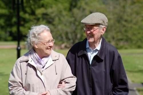 Einsamkeit bei älteren Menschen - älteres Ehepaar