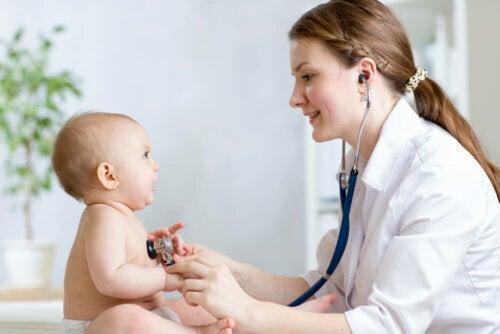 Baby mit Kawasaki-Syndrom