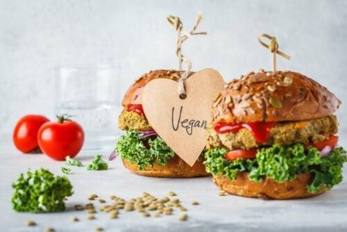 Lebensmittelgruppen: Hamburger mit Gemüse