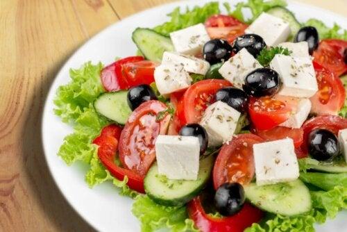 Salat mit Fetakäse