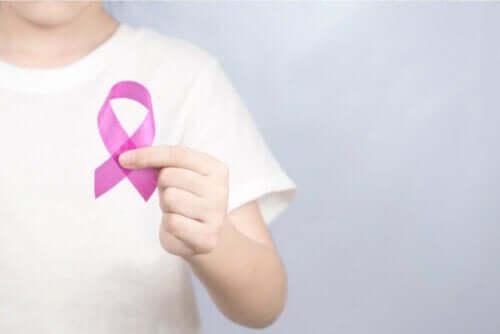 Arten von Sarkomen - Person mit rosa Schleife