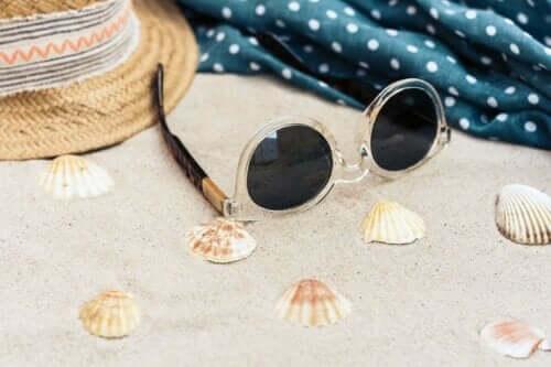 Schutz deiner Augen - Sonnenbrille im Sand
