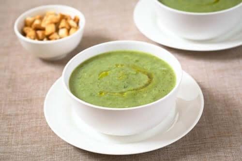 Stärke dein Immunsystem mit dieser Zucchini-Knoblauch-Suppe
