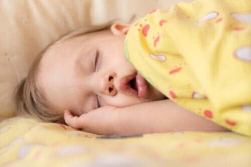 Schlafapnoe bei Säuglingen: Symptome und Behandlung