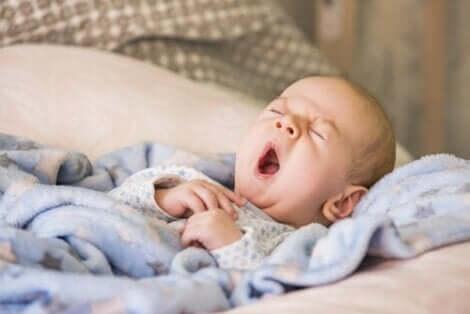 Babys mit obstruktiver Schlafapnoe neigen dazu, eher durch den Mund zu atmen