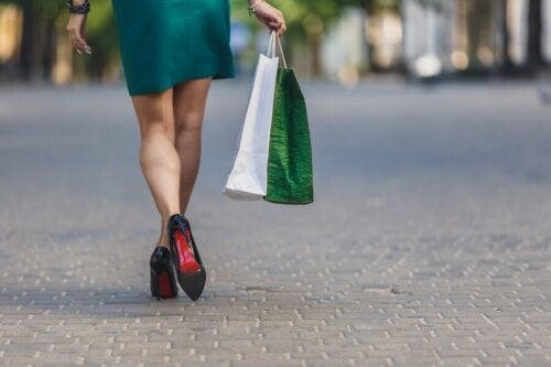 Frau mit Kaufsucht