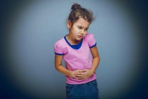 Mädchen mit Erkrankung des Verdauungstrakts