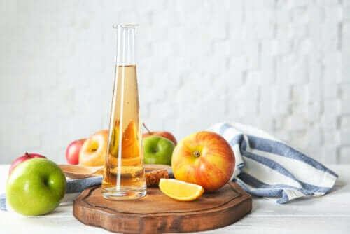 Übermäßiger Konsum von Apfelessig: 6 mögliche Nebenwirkungen