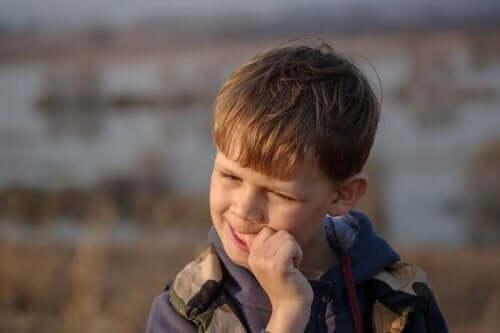 Strategien, um deine Kinder vom Nägelkauen abzuhalten