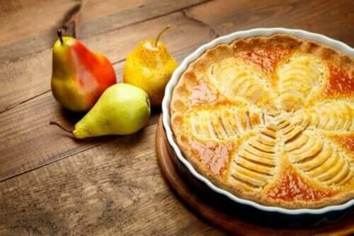 Zuckerfreier Birnenkuchen lässt sich mit preiswerten Zutaten zubereiten