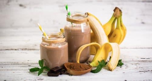 Durch den Kakao wird der Smoothie sowohl Kinder als auch Erwachsene ansprechen