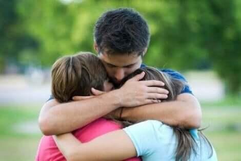 Fördere Empathie, um deinem Kind beizubringen, sich zu entschuldigen