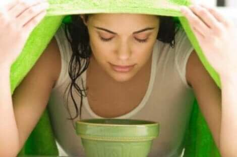 Ein Dampfbad kann die Symptome einer Nasennebenhöhlenentzündung lindern