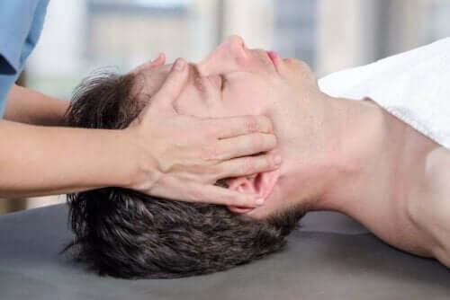 Eine physiotherapeutische Behandlung hilft, die Funktionsfähigkeit des Kiefergelenks wiederherzustellen