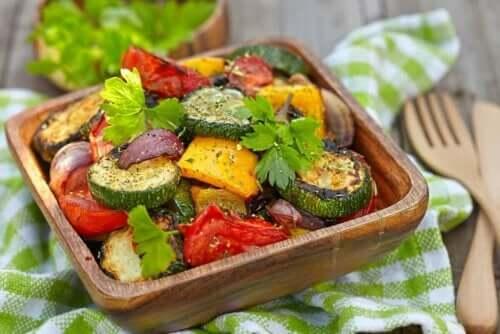 Veganer ernähren sich ausschließlich von Obst und Gemüse