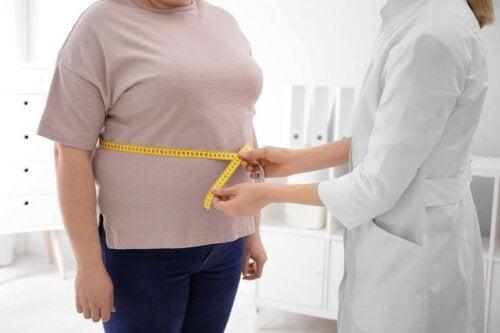 Patient mit Fettleibigkeit beim Arzt