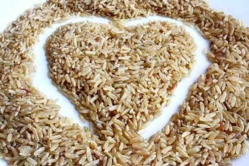 Vollkornreis-Salat: Lecker und kalorienarm