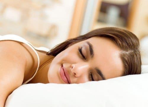 Fakten über Träume - schlafende Frau