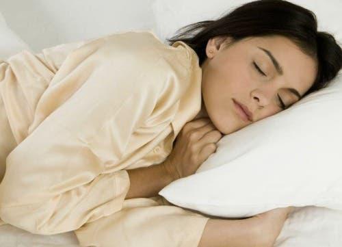 Fakten über Träume - Frau schläft