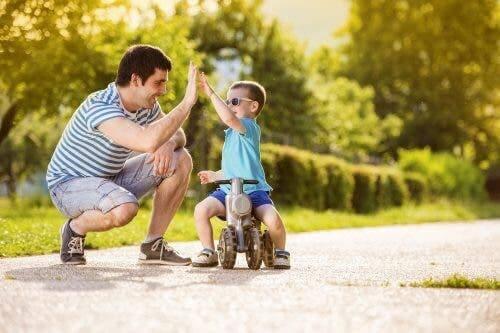 Resilienz und Hoffnung - Vater mit Sohn