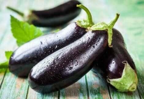 Die Aubergine ist ein Gemüse, das zahlreiche Vorteile bietet