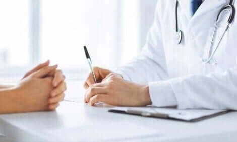 Um die richtige Diagnose zu stellen, führt der Arzt einige Untersuchungen durch
