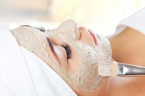 Beachte bei der Auswahl von Gesichtsmasken deinen Hauttypen