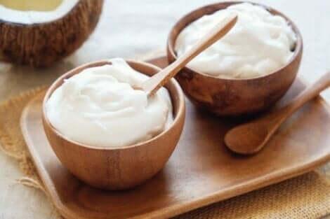 Joghurt- und Mandelöl für ein strahlendes Gesicht