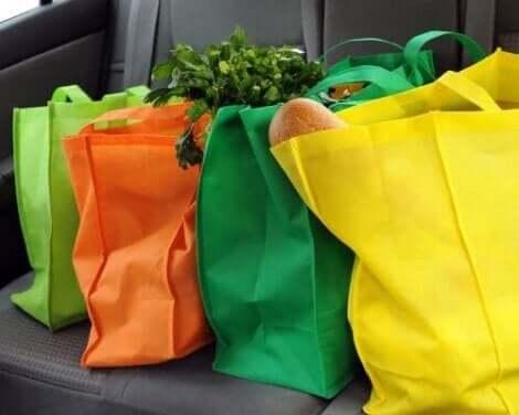 Verwende Stofftaschen für deinen Einkauf