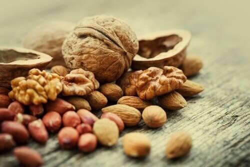 Nüsse sind voller essentieller Fettsäuren und Mineralien