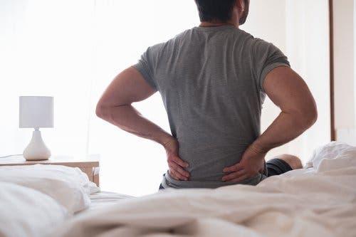 Entzündeter Ischiasnerv: Symptome und Hausmittel
