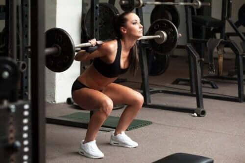 während der Periode - Frau beim Training