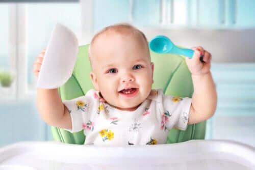 Ab wann ist es Zeit für feste Babynahrung?