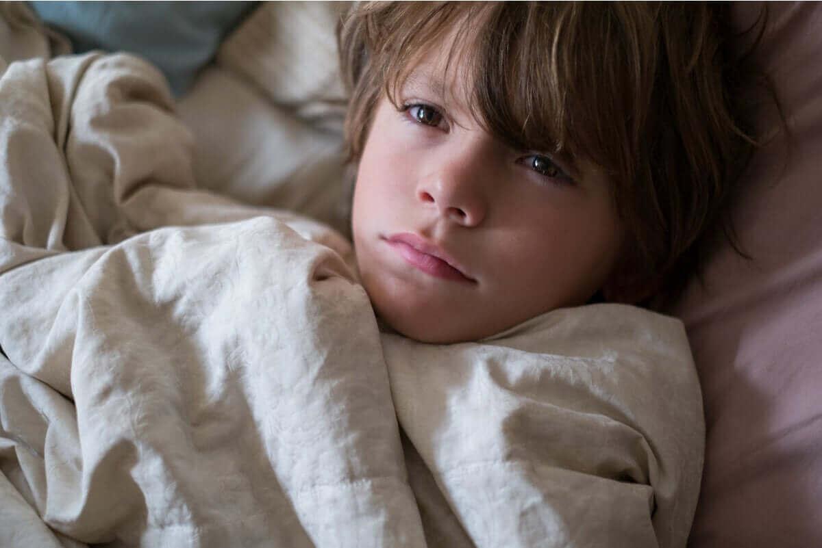 Schlaflosigkeit führt zu Augenringen bei Kindern