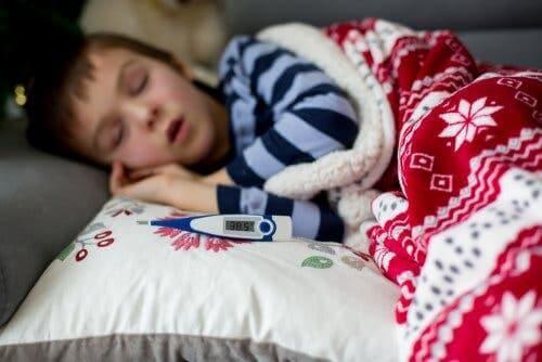 Bei Kindern mit Scharlach ist das Fieber höher als 37.8