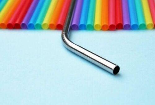 Metallstrohhalme: Eine Alternative, um deinen Kunststoffverbrauch zu reduzieren