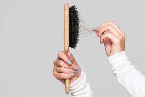 Haarbürste reinigen: Nützliche Tipps