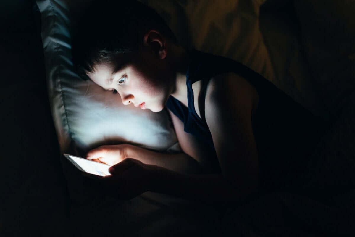 Die Verwendung von Bildschirmen vor dem Schlafengehen ist keine gute Idee