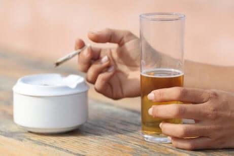 Vermeide Tabak und Alkohol bei chronischer Gastritis