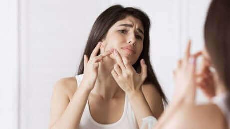 Alaunsteine zur Behandlung von Akne