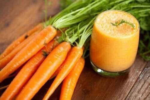 Karotten-Smoothie selbst machen hat Vorteile