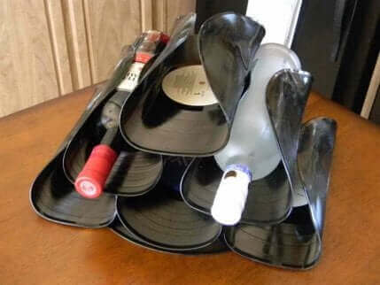 Weinflaschenregal aus Viny-Schallplatten