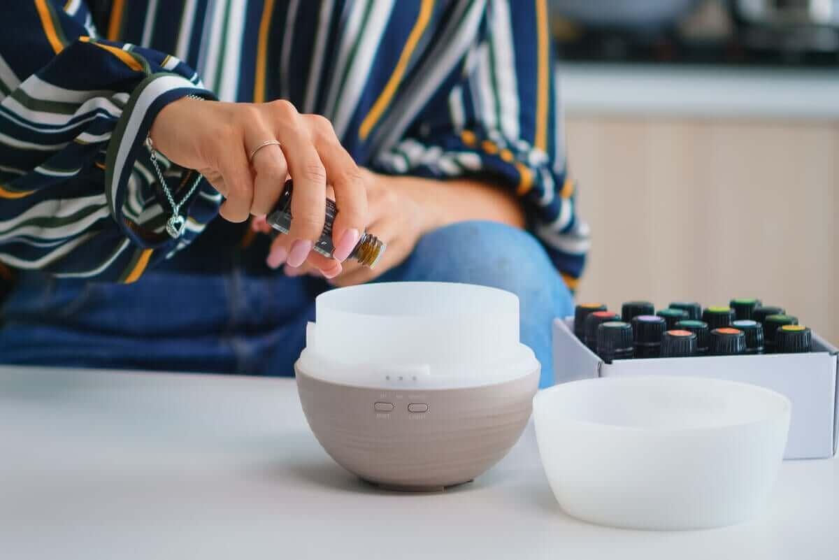 Du kannst für die Aromatherapie einen Diffusor verwenden